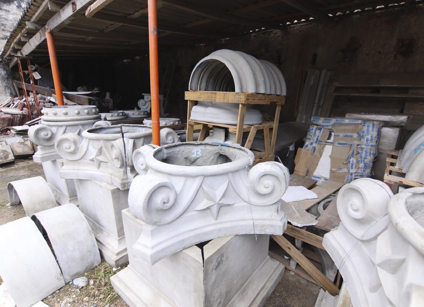 El arte del yeso y el cemento en la restauración del Club Cartagena
